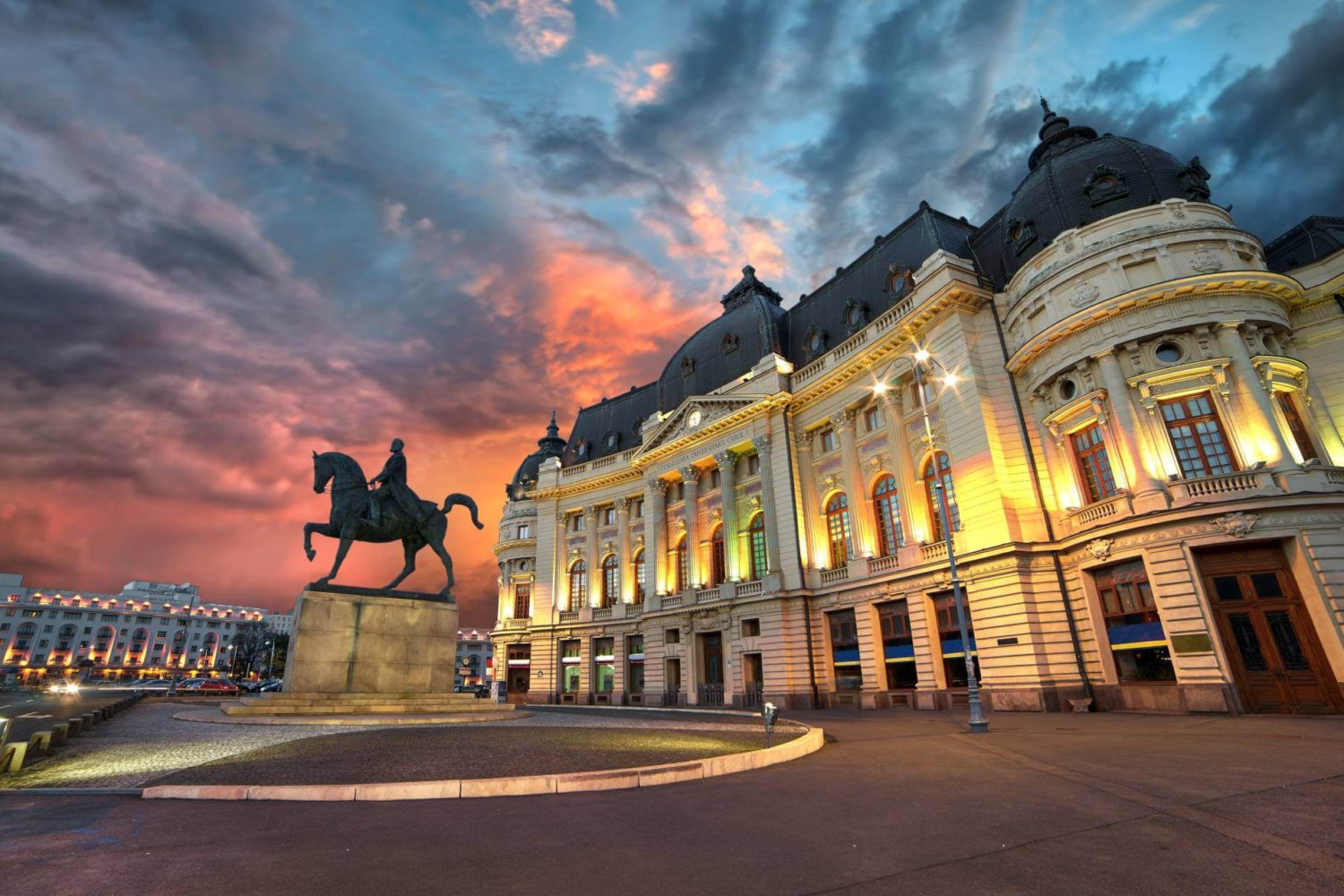 Bucharest Evening Tour and Traditional Dinner